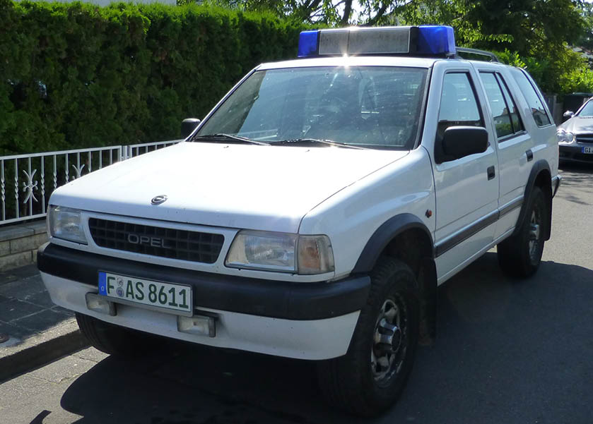 Opel Frontera Ansicht seitlich von vorn noch ohne Beschriftung