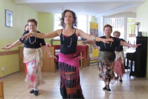 Auftritt der Orientalischen Tanzgruppe bei der 25-Jahr-Feier 2011 des Seniorentreff Nordend